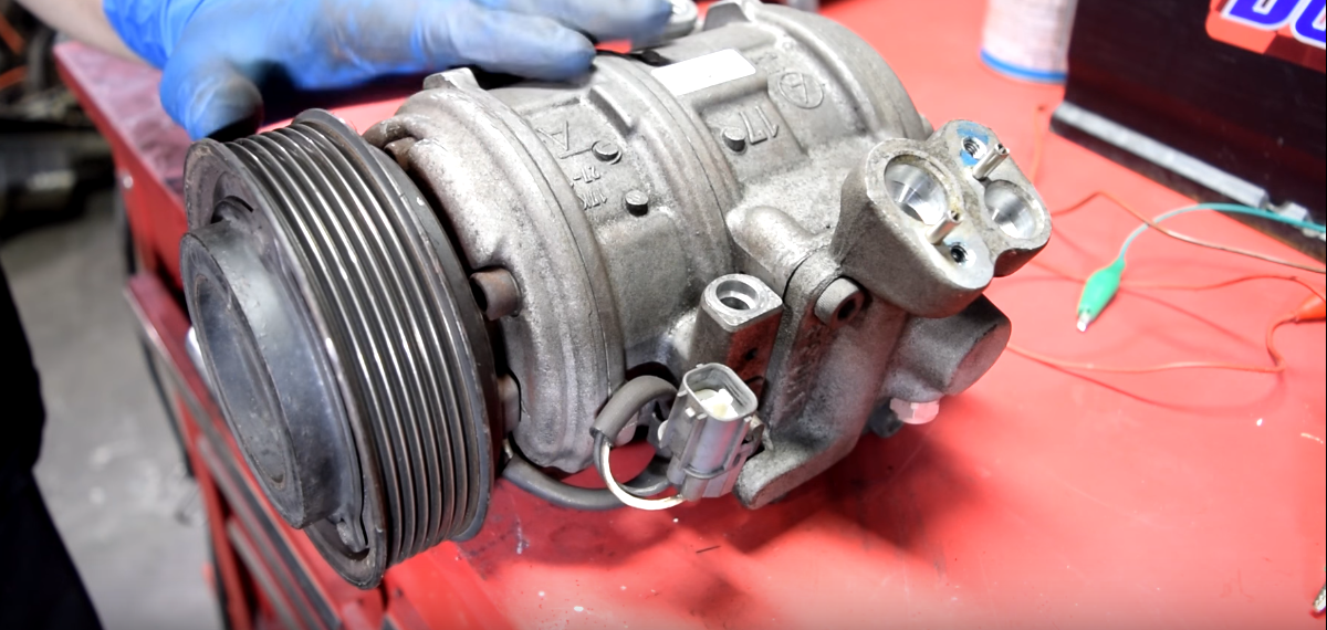 How do you connect an AC compressor to a car battery?